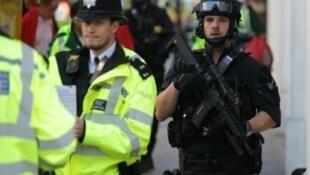 """تطارد الشرطة البريطانية الأحد مشتبها بهم محتملين في تفجير محطة """"بارسونز غرين"""" للمترو في لندن"""
