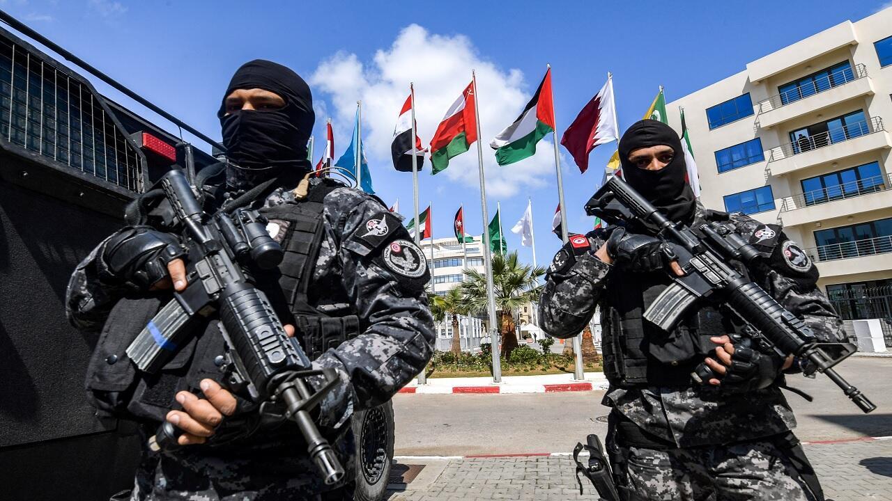 عناصر قوات الأمن التونسية أمام مقر مجلس وزراء الداخلية العرب في العاصمة تونس- 29 مارس/آذار 2019