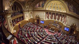 Le texte a été modifié par les sénateurs et doit repartir à l'Assemblée nationale, ont indiqué les services du Sénat.