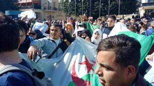 Des Algériens manifestent contre la candidature du président, à Annaba, dans le nord-est du pays, le 3 mars 2019.