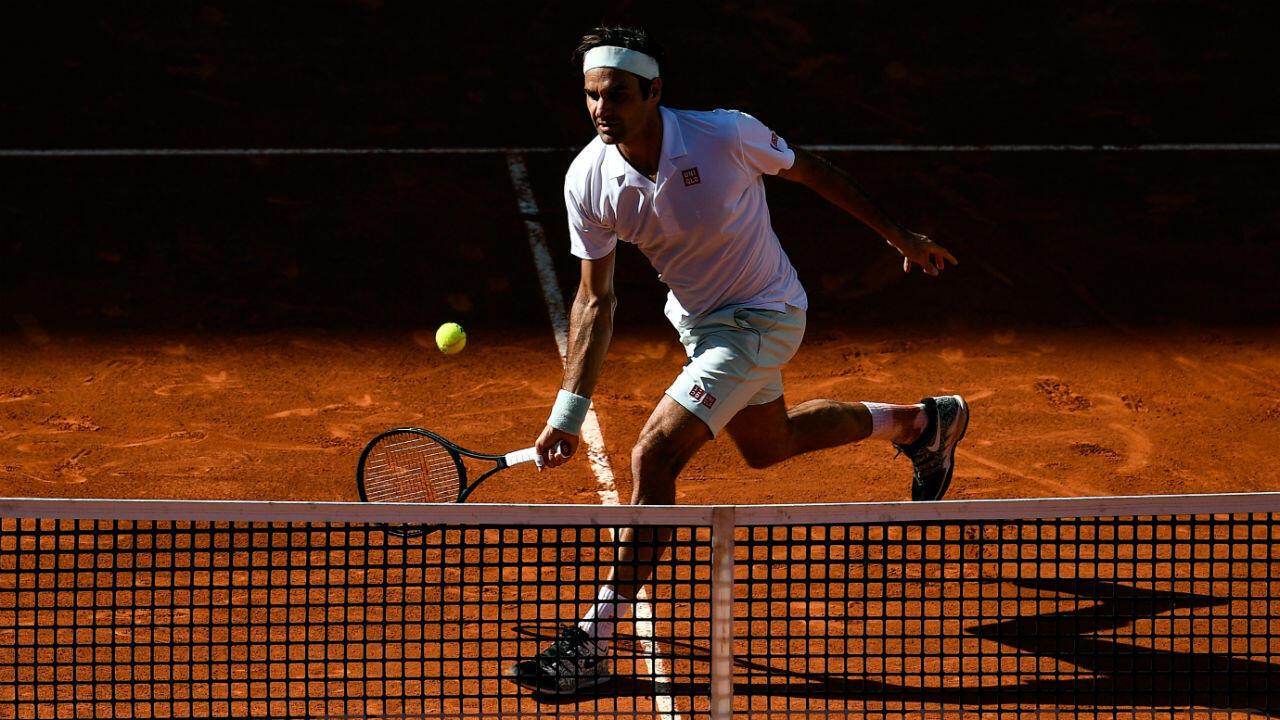 Roger Federer effectue son grand retour sur l'ocre parisien.