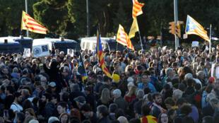 متظاهرون في كاتالونيا يحتجون على زيارة الملك فيليبي، برشلونة، إسبانيا ، 4 نوفمبر/ تشرين الثاني 2019.