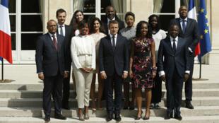 Emmanuel Macron entouré des membres du Conseil présidentiel pour l'Afrique, le 29 août, à l'Élysée.