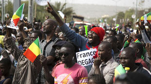 Un millier de personnes se sont rassemblées place de L'Indépendance à Bamako, le 10 janvier 2020, pour protester contre la présence des forces françaises au Mali.