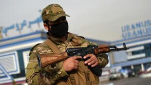 Un membre des forces de sécurité afghanes à Kaboul le 21 novembre 2018.