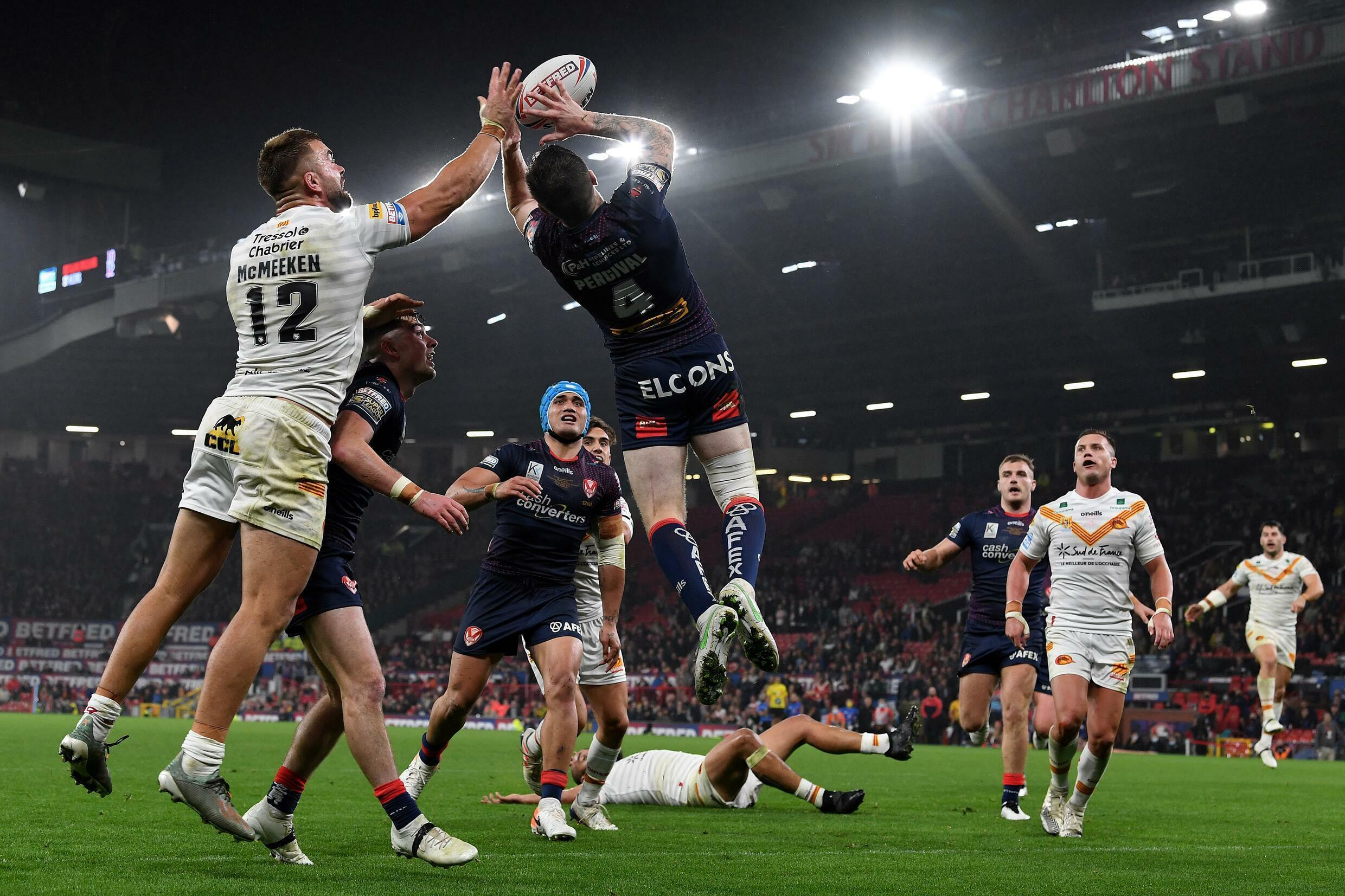 The Super League final between the Dragons and the Saints, in Manchester on October 9, 2021, resulting in a game of great intensity