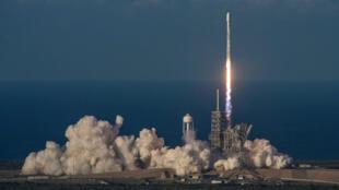 Lancement du Falcon 9, chargé du satellite Inmarsat-5 F4.