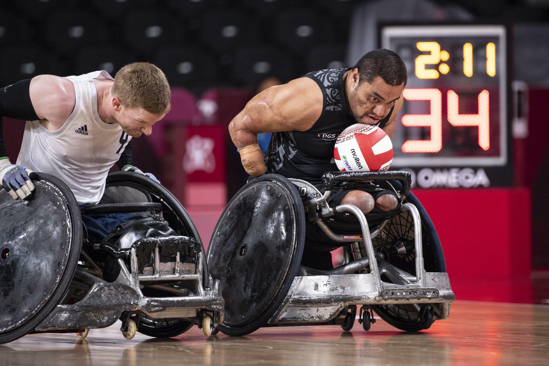 Les athlètes disent que les chaises sont plus sujettes aux collisions que leurs corps et que les blessures graves sont rares
