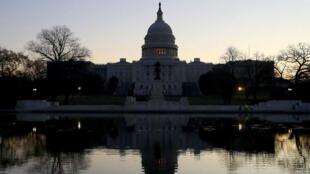 Les deux chambres du Congrès devant adopter des textes identiques au mot près, la Chambre des représentants va devoir revoter mercredi.