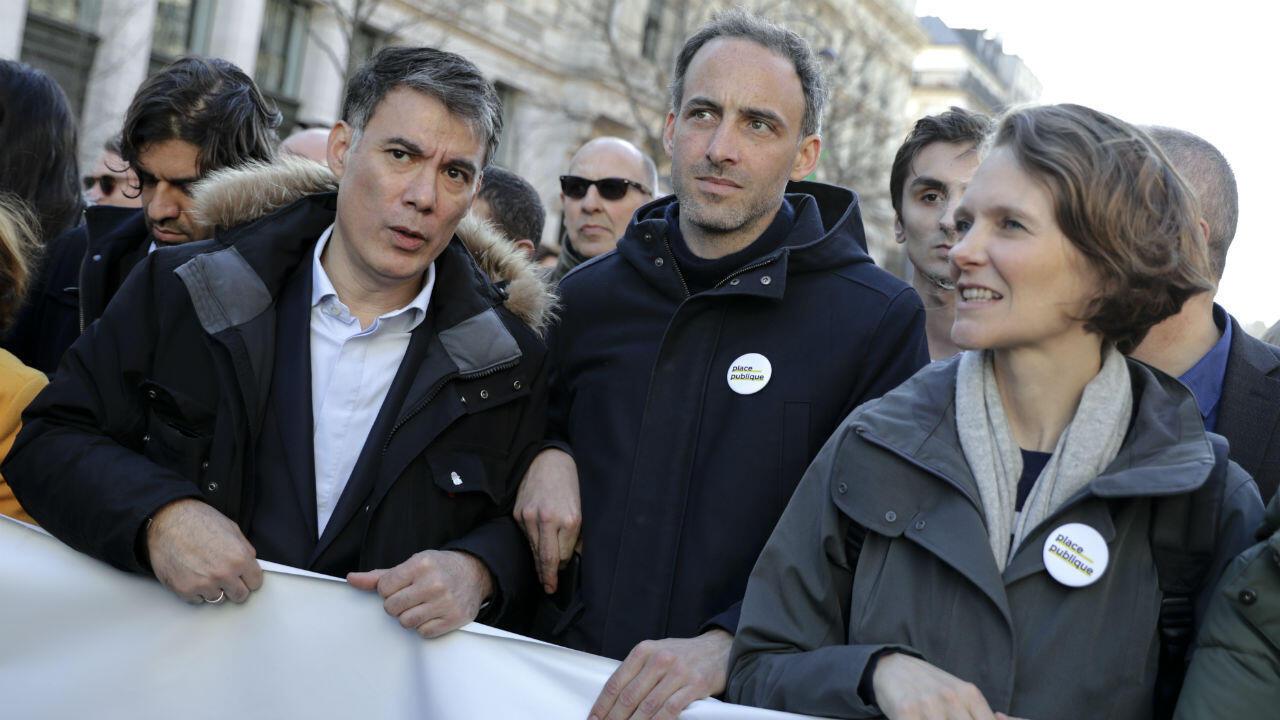 "Raphaël Glucksmann défilant à ""La Marche du siècle"", samedi 16 mars 2019."