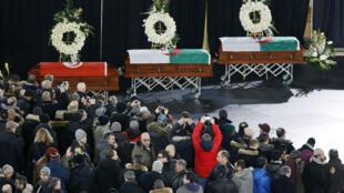 Le cercueil de trois des victimes de l'attentat de Québec, jeudi 2 février à Montréal.