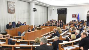 El Senado polaco respaldó, sin ningún cambio, un proyecto de ley que modifica la ley sobre el Instituto Nacional de Memoria - Comisión para el Enjuiciamiento de Crímenes contra la Nación Polaca.