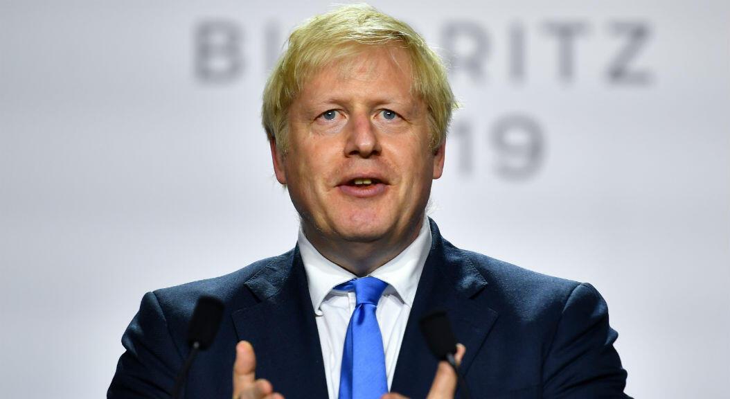 Archivo-El primer ministro británico, Boris Johnson, habla durante una conferencia de prensa al final de la cumbre del G7 en Biarritz, Francia, el 26 de agosto de 2019.