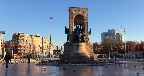 ساحة تقسيم في إسطنبول، صباح الأربعاء 1 نوفمبر 2017