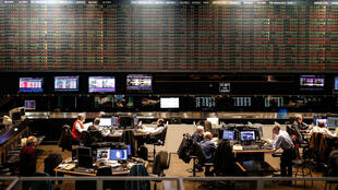 Vista general de la Bolsa de Buenos Aires este lunes, en Buenos Aires (Argentina).