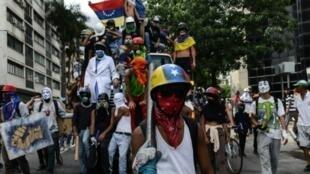 مظاهرة للمعارضة الفنزويلية في كراكاس، الاثنين 22 أيار/مايو 2017