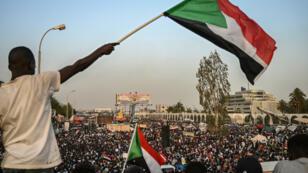 Manifestation devant le QG de l'armée soudanaise à Kahrtoum le 18 avril 2019