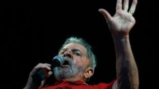 Soupçonné de corruption, l'ex-président Lula est plus que jamais dans le viseur de la justice brésilienne.