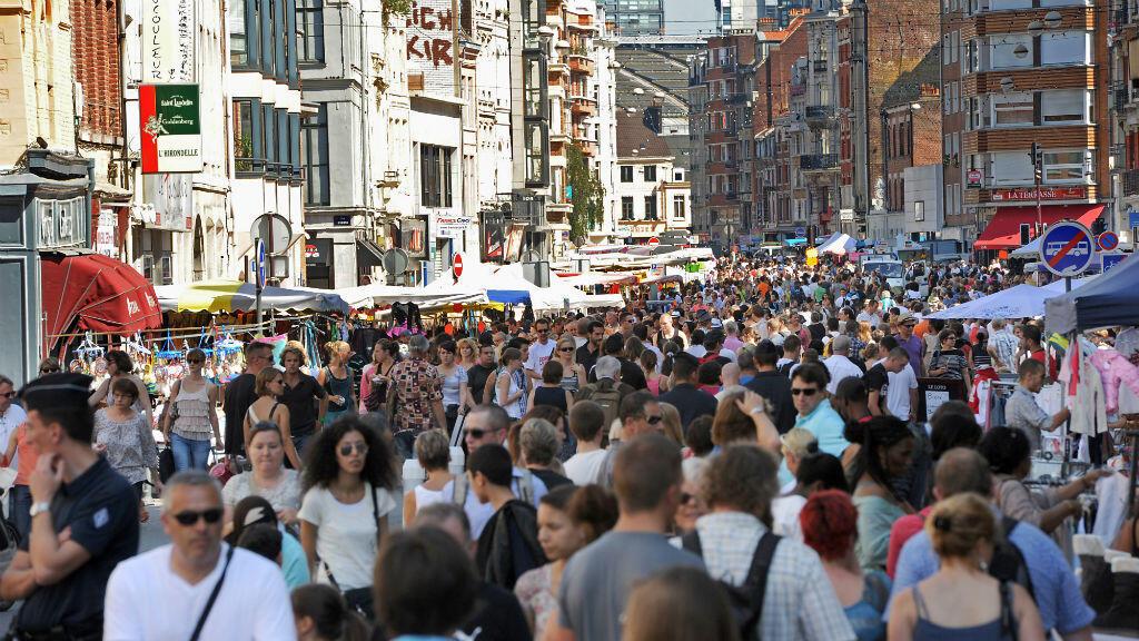 La braderie de Lille est la plus grande d'Europe. Elle se tient normalement, tous les ans, en septembre.