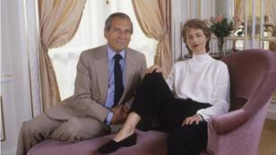 L'écrivain Jean d'Ormesson et l'actrice Charlotte Rampling en septembre 1987 à Paris, France.