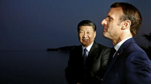 الرئيس الفرنسي إيمانويل ماكرون ونظيره الصيني شي جينبينغ قرب نيس. 2019/03/24.