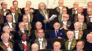 Encuentra a la mujer: la Académie française ha acogido a solo 10 mujeres desde su creación en 1635.