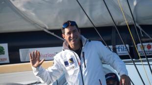 """Clément Giraud à bord de son monocoque """"Compagnie du lit-Jiliti"""" avant le départ du Vendée Globe, aux Sables-d'Olonne, le 8 novembre 2020"""