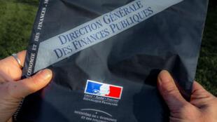 Une enveloppe contenant la déclaration d'impôts envoyée aux contribuables par le ministère de l'Economie et des Finances.