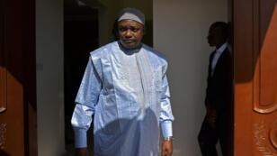 Adama Barrow a triomphé dans les urnes le 1er décembre 2016 face à Yayha Jammeh, aujourd'hui en exil.