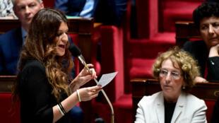 Marlène Schiappa, secrétaire d'État à l'Égalité entre les femmes et les hommes, répond aux questions du gouvernement à l'Assemblée nationale, le 5 juillet 2017.