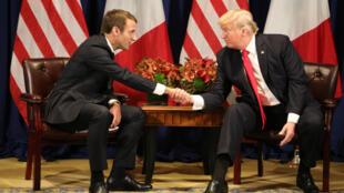 الرئيسان الفرنسي إيمانويل ماكرون والأمريكي دونالد ترامب في نيويورك في 18 أيلول/سبتمبر 2017.