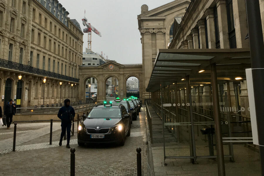 More taxis than customers at Paris's Gare du Nord as the general strike begins on December 5, 2019.