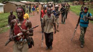 Des miliciens anti-balaka à Gambo, ville du sud-est de la Centrafrique, en août 2017.