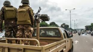 جنود ماليون يقومون بدوريات في باماكو، في 27 تموز/يوليو 2018.