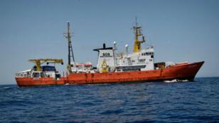 L'Aquarius, bateau de l'ONG SOS Méditerranée, mardi 12 juin