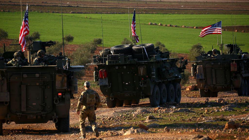 Un convoi blindé américain patrouille près de Manbij, en Syrie, le 5 mars 2017.