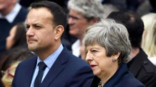 La primera ministra británica Theresa May y el primer ministro de Irlanda Leo Varadkar asisten al funeral de la periodista Lyra McKee en la catedral de Santa Ana en Belfast, Irlanda del Norte, el 24 de abril de 2019.