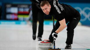 Alexander Krushelnitski, que participó con la delegación de atletas rusos que compiten bajo la bandera olímpica en los Juegos Olímpicos de Invierno de Pyeongchang 2018, fue hallado culpable de dopaje por el Tribunal de Arbitraje Deportivo y tuvo que devolver su medalla de bronce obtenida en el curling de dobles mixto (Foto del 13 de febrero de 2018).
