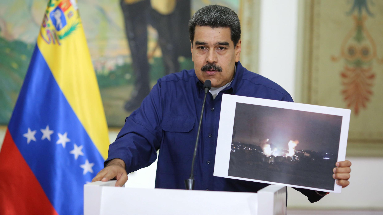 Nicolás Maduro habla desde el Palacio de Miraflores en Caracas, Venezuela, el 11 de marzo de 2019.