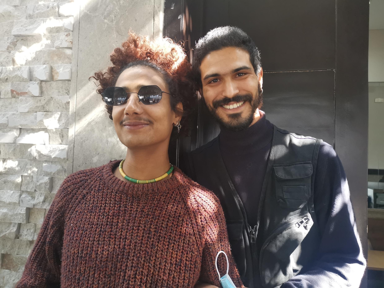 سامح 25 عاما رفقة صديقه كاظم أمام قصر العدالة بتونس العاصمة 17 فبراير 2021