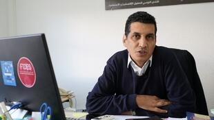 علاء طالبي في مكتبه بمقر الهئية، في تونس العاصمة 16 كانون الثاني/يناير 2018
