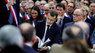 """الرئيس الفرنسي إيمانويل ماكرون خلال كلمته في افتتاح """"الحوار الوطني الكبير"""""""