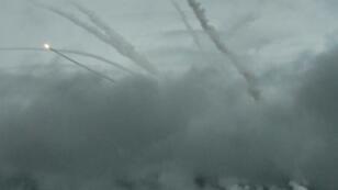 """الجيش الروسي يطلق صواريخ أثناء تمارين """"فوستوك-2018"""" في ميدان التدريب العسكري """"تيليمبا"""" لى بعد 130 كيلومتراً نحو شمال تشيتا في سيبيريا الشرقية، في 12 أيلول/سبتمبر 2018"""