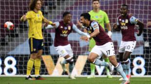 Le milieu égyptien d'Aston Villa Trezeguet (c) marque le but de la victoire contre Arsenal, le 21 juillet 2020 à Birmingham