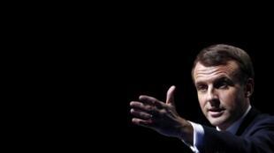 Le président français Emmanuel Macron prononce un discours lors du Congrès des maires de France à Paris, le 19 novembre 2019.