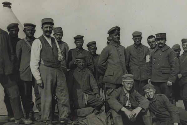 Un groupe de prisonniers allemands à Clermont, en septembre 1918