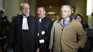 Guy Wildenstien et ses deux avocats au tribunal correctionnel de Paris, le 4 janvier.