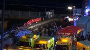 Equipos de emergencia acuden al paseo marítimo de Vigo, España, tras el colapso de una tarima el 13 de agosto de 2018.