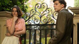 "Kristen Stewart et Jesse Eisenberg dans ""Café Society"" de Woody Allen."