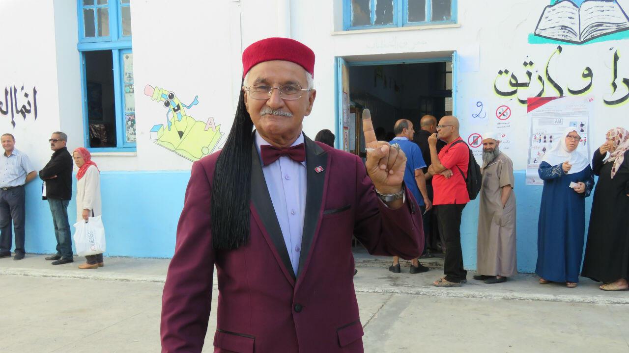 Abdelaziz Mahjoub vient toujours voter en arborant le Chechia traditionnel.